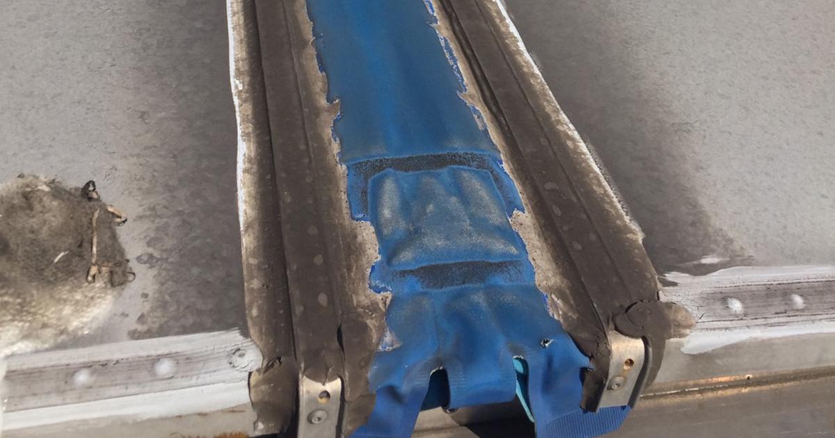 川崎市の運送会社様でウイング車のセンターシート修理を行いました